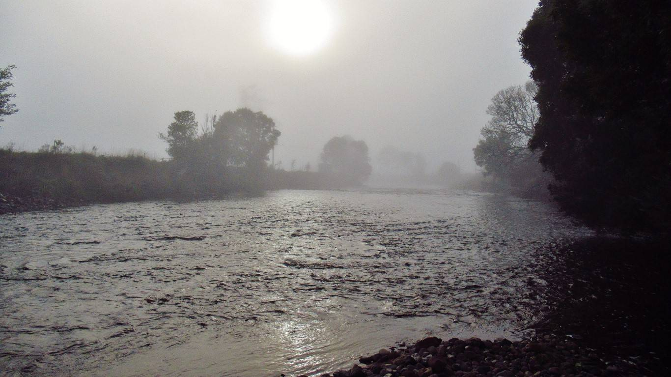 Foggy start to the spin session, Leven River